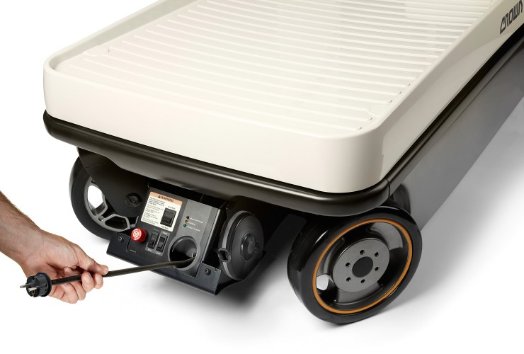 The maintenance-free battery can be easily charged at a standard power outlet
