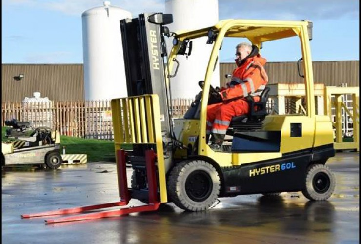 Application shot of Hyster integrated lithium-ion forklift